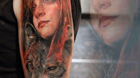 Massimo-PIazzetta-Tattoo-cappuccetto-rosso-lupo-Ligera-Ink-Studio-Tattoo-Milano-tatuaggi-Milano-tatuaggio-realistico-realistic-tattoo-milano-Tatuaggi-Realistici-Milano
