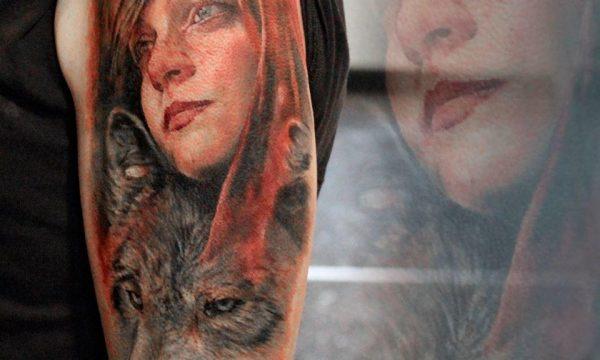 Massimo-PIazzetta-Tattoo-cappuccetto-rosso-lupo-Ligera-Ink-Studio-Tattoo-Milano tatuaggi Milano tatuaggio realistico realistic tattoo milano Tatuaggi Realistici Milano