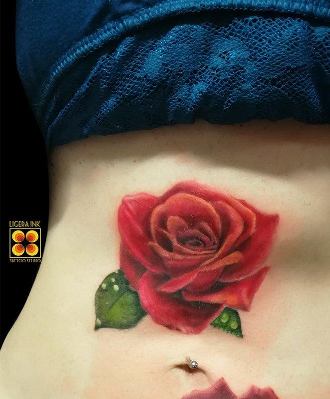 ligera-ink-tattoo-milano-tatuaggi-milano-migliori-tatuatori-milano-miglior-tatuatore-milano-tatuaggio-realistico-rosa-tattoo-rosa-rossa