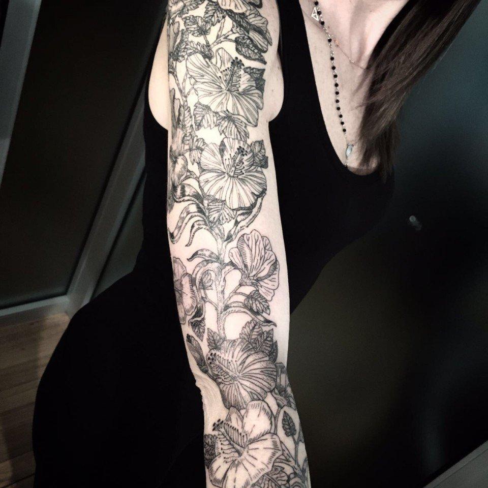 Ligera-ink-tattoo-milano-tatuaggio-fiore-tatuaggio-Milano-tatuaggi-fiori