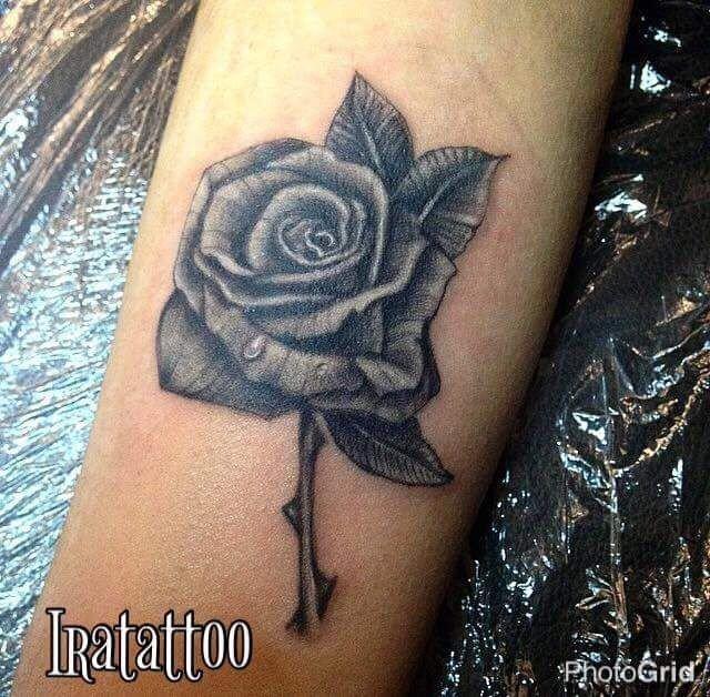 Ligera-Ink-Tattoo-Milano-Miglior-studio-tatuaggi-milano-studio-tattoo-milano-migliori-tatuatori-milano-miglior-tatuatore-milano-tatuaggio-rosa-realistica-tattoo-rose-tatuaggio-fiori