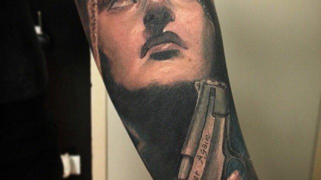 Ligera-ink-tattoo-milano-tatuaggi-milano-tatuatore-milano-tatuaggi-realistici-milano-tattoo-realistici-milano-tatuaggio-madonna-tatuaggi-criminali-tatuaggio-pistola