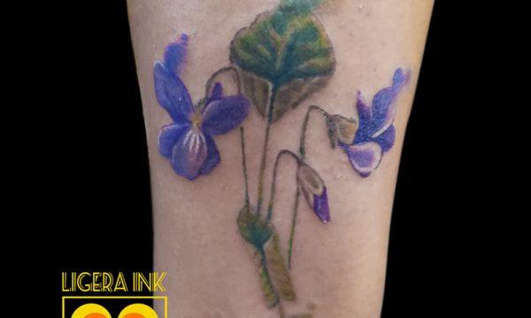 Ligera ink tattoo milano tatuaggi milano tatuatori milano miglior tatuatore milano tatuaggi fiori tatuaggi violette tatuaggi watercolor milano