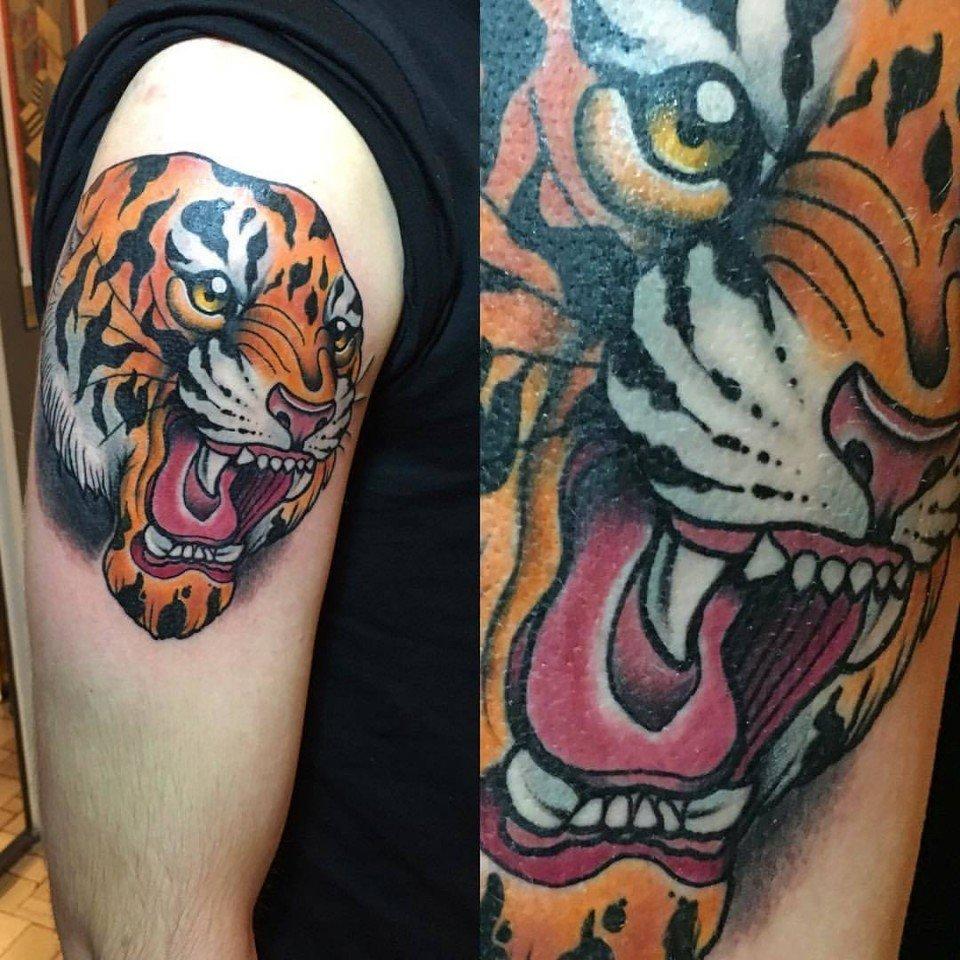 Stefano Bonura Tattoo: Tatuaggio Tigre spalla - Ligera Ink Studio Tattoo Milano tatuaggio tatuaggio tradizionale New traditional tattoo tatuaggi belli