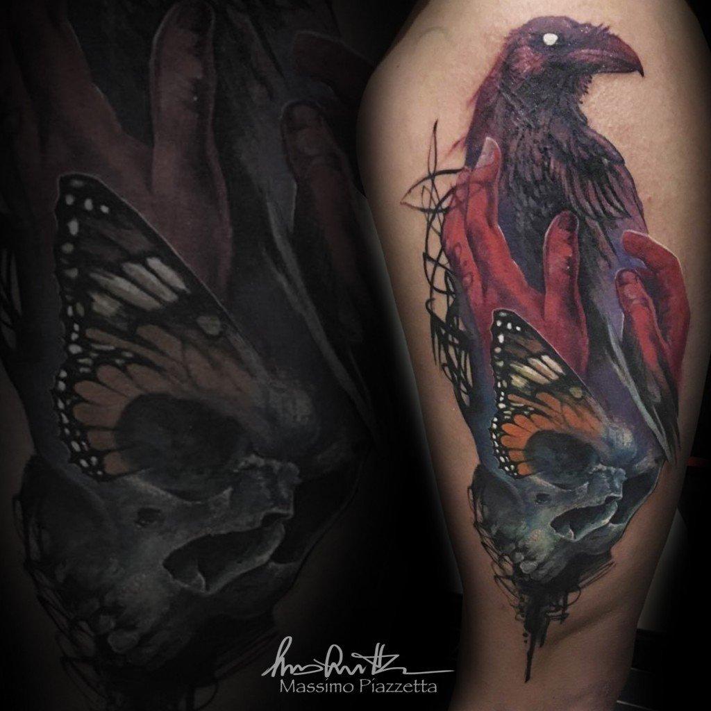 Massimo-PIazzetta-Tattoo-teschio-mani-corvo-Ligera-Ink-Studio-Tattoo-Milano tatuaggi Milano tatuaggio realistico realistic tattoo milano Tatuaggi Realistici Milano