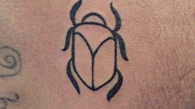 Ligera-Ink-Tattoo-milano-tatuaggio-scarabeo-tatuaggi-egiziani-migliori-tatuatori-milano-miglior-tatuatore-milano-tattoo-studio-milano-tatuaggi-minimal-tatuaggi-piccoli-uomo