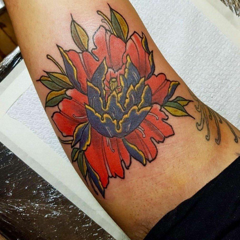 Ligera-ink-tattoo-milano-tatuaggio-fiore-tatuaggio-Milano-tatuaggi-fiori-tatuaggio-crisantemo-tattoo-crisantemo