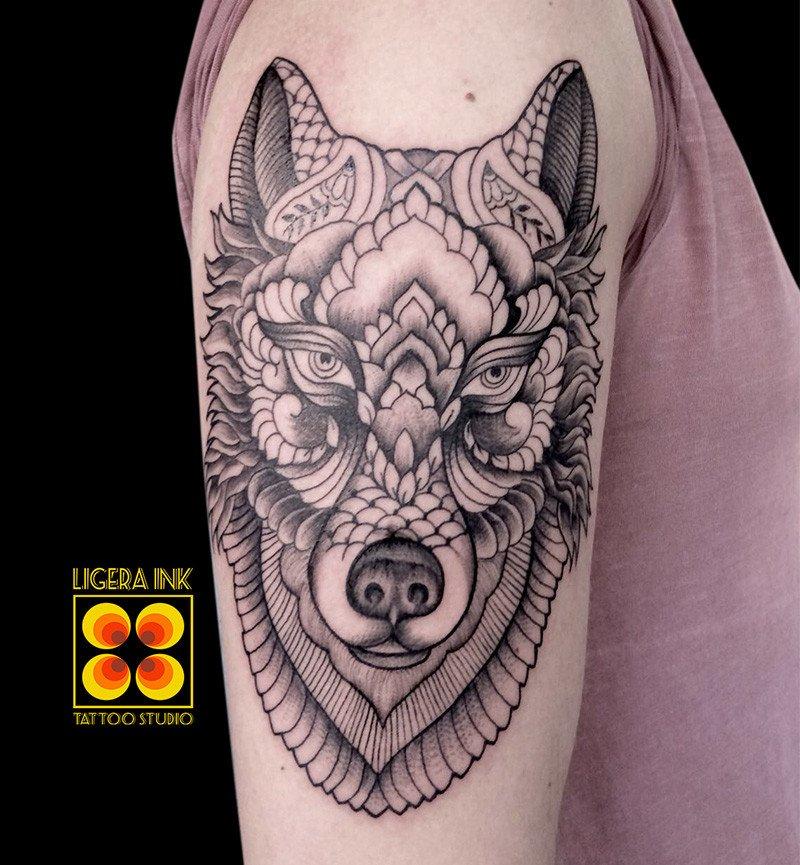 Ligera ink tattoo lupo mandala tatuaggio lupo mandala tattoo milano tatuaggi milano