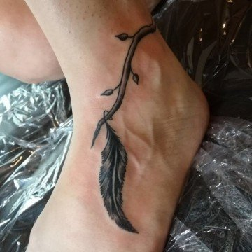 Ligera ink tattoo piuma piuma tattoo tatuaggio piuma significato tattoo milano tatuaggi milano tatuatori milano tattoo studio milano tattoo tatuaggio piede