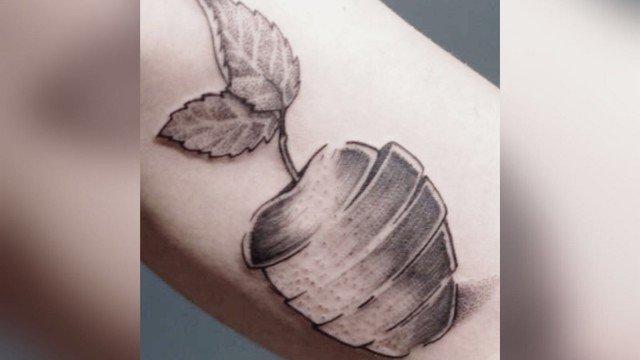 Assazina-Ligera-Ink-Tattoo-Milano-Tatuaggi-milano-blackwork-tatuatori-milano-bravi-studio-tatuaggi-milano-studio-tattoo-milano-blackwork-tattoo-tatuaggi-blackwork-tatuaggio-mela-tattoo-mela