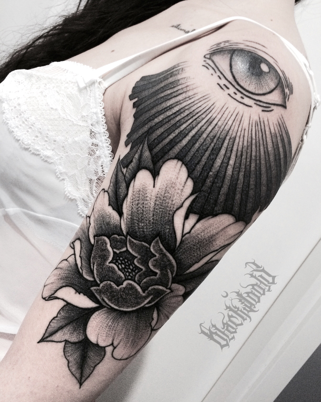Ligera-ink-tattoo-milano-tatuaggi-milano-migliori-tatuatori-milano-tatuaggi-blackwork-milano-tatuaggi-fiori