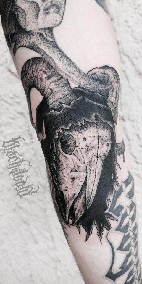 Ligera-ink-tattoo-milano-tatuaggi-milano-migliori-tatuatori-milano-tatuaggi-blackwork-milano-tatuaggio-skull-tatuaggio-teschio