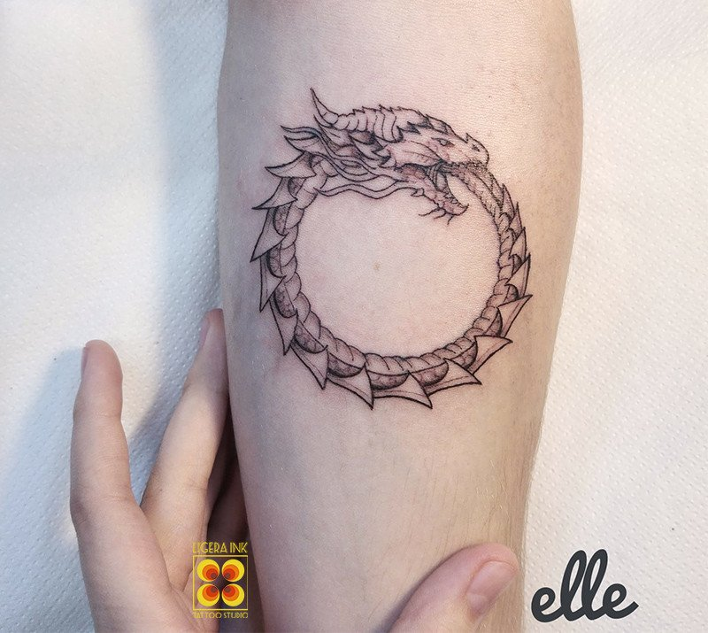 Ligera-ink-tattoo-milano-tatuaggi-milano-migliori-tatuatori-milano-tatuaggio-Tatuaggio-uroboros