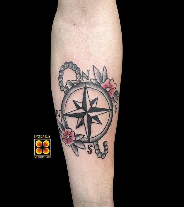 Ligera-ink-tattoo-milano-tatuaggi-milano-migliori-tatuatori-milano-tatuaggio-tradizionale-old-school-tatuaggio-bussola