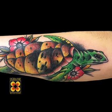 ligera-ink-tattoo-milano-tatuaggi-milano-migliori-tatuatori-milano-tatuaggio-old-school-tattoo-old-school-tatuaggio-tartaruga-tradizionale