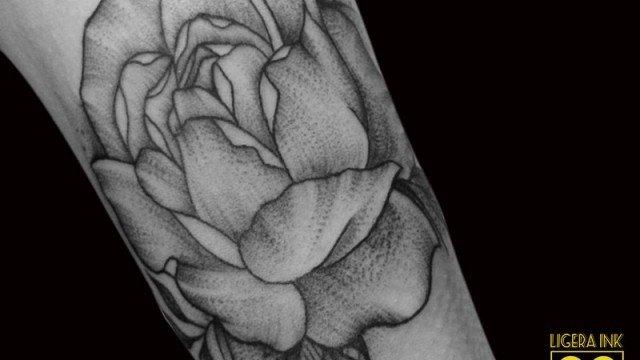 Ligera-Ink-tattoo-milano-tatuaggi-milano-blackwork-tatuaggio-peonia-tatuatori-milgliori-milano