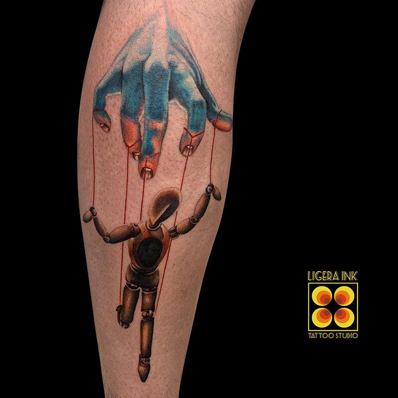 Ligera-Ink-Tattoo-Milano-Tatuaggi-milano-tatuatori-milano-tatuaggio-realistico-milano-tatuaggio-realistico-colori-mano-manichino