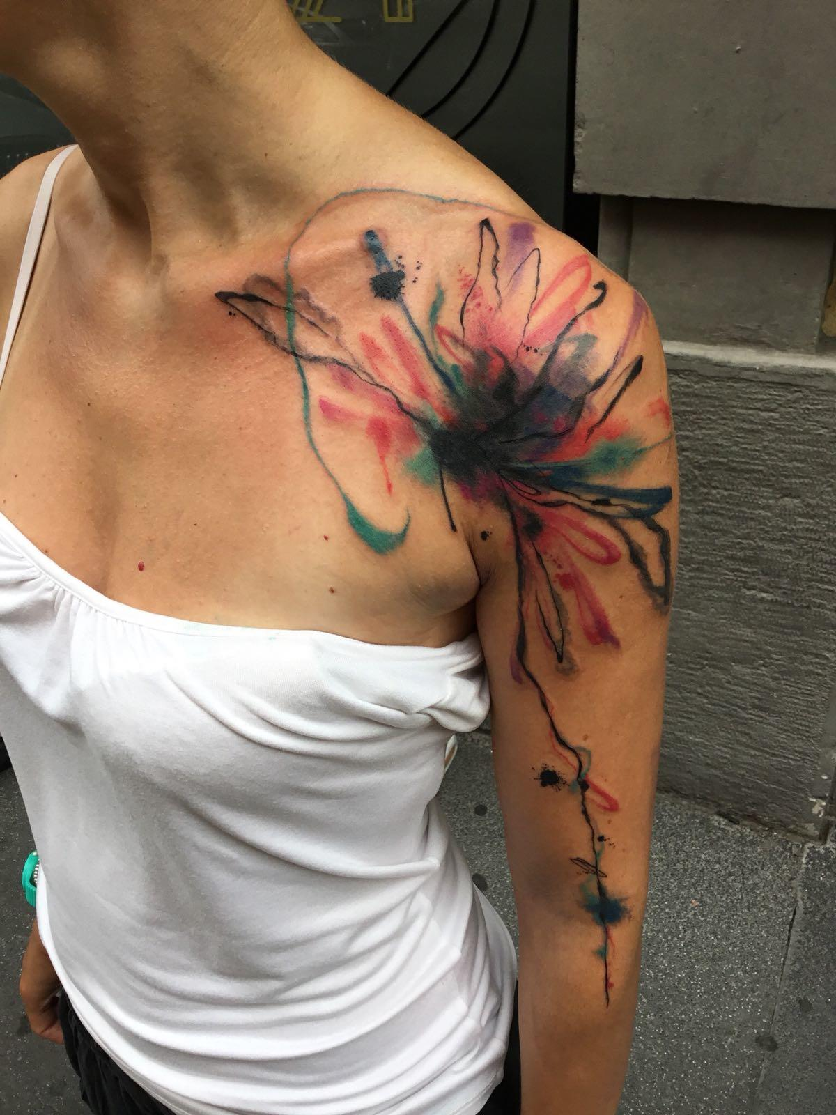 Ligera-Ink-tattoo-milano-tatuaggi-milano-migliori-tatuatori-milano-tatuaggio-watercolor-tatuaggio-acquerello-tattoo-watercolor-tatuaggio-astratto