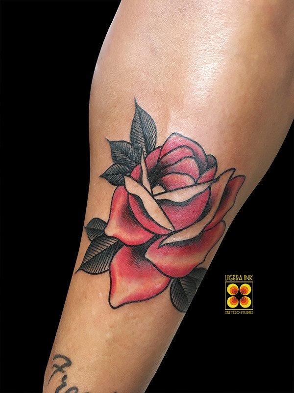 Ligera-ink-tattoo-milano-tatuaggi-milano-migliori-tatuatori-milano-miglior-tatuatore-milano-tatuaggio-rosa-old-school