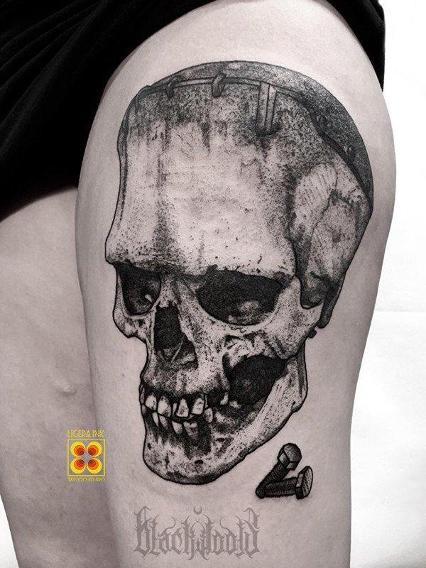 Ligera-ink-tattoo-milano-tatuaggi-milano-migliori-tatuatori-milano-tatuaggi-blackwork-milano-tattoo-blackwork-milano-tatuaggio-teschio-frankestein