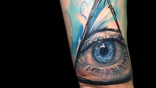Ligera-ink-tattoo-milano-tatuaggi-milano-migliori-tatuatori-milano-tatuaggi-watercolor-milano-tatuatore-watercolor-milano-tatuaggi-acquerello-tatuaggio-occhio