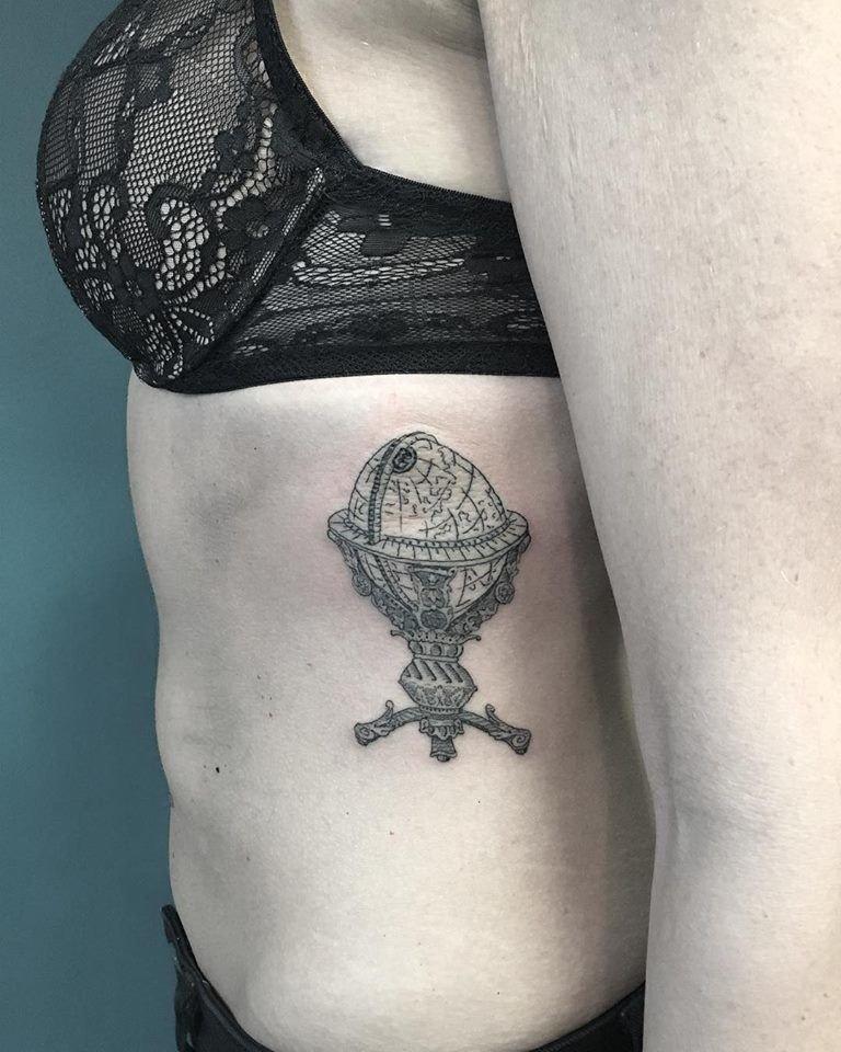 tatuaggi-blackwork-milano-tatuaggi-milano-tattoo-milano-miglior-tatuatore-milano-tatuatori-milano-tatuaggio-mappamondo-tattoo-milano-tatuatori-blackwork