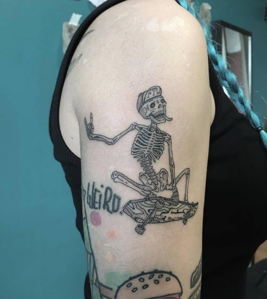 tatuaggi-blackwork-milano-tatuaggi-milano-tattoo-milano-miglior-tatuatore-milano-tatuatori-milano-tatuaggio-scheletro-tattoo-milano-tatuatori-blackwork