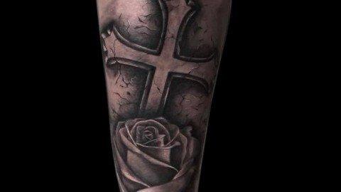Ligera-ink-tattoo-milano-tatuaggi-milano-migliori-tatuatori-milano-tatuaggio-realistico-milano-tatuatori-realistici-milano-tattoo-realistico-milano-tatuaggio-croce-tatuaggio-rosa