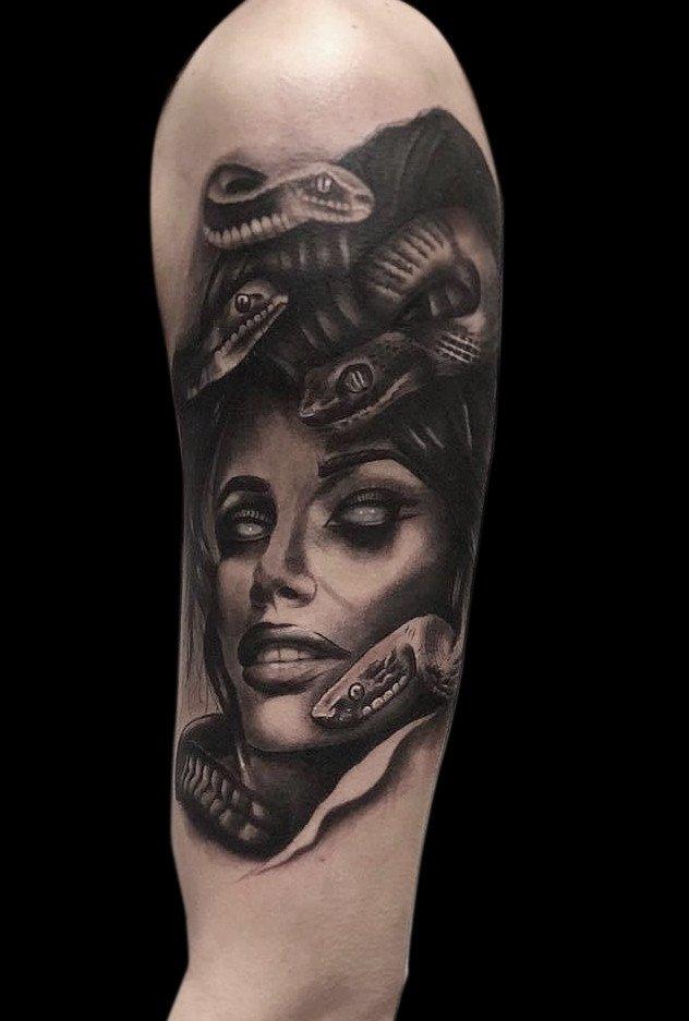 Ligera-ink-tattoo-milano-tatuaggi-milano-migliori-tatuatori-milano-tatuaggio-realistico-milano-tatuatori-realistici-milano-tattoo-realistico-milano-tatuaggio-medusa