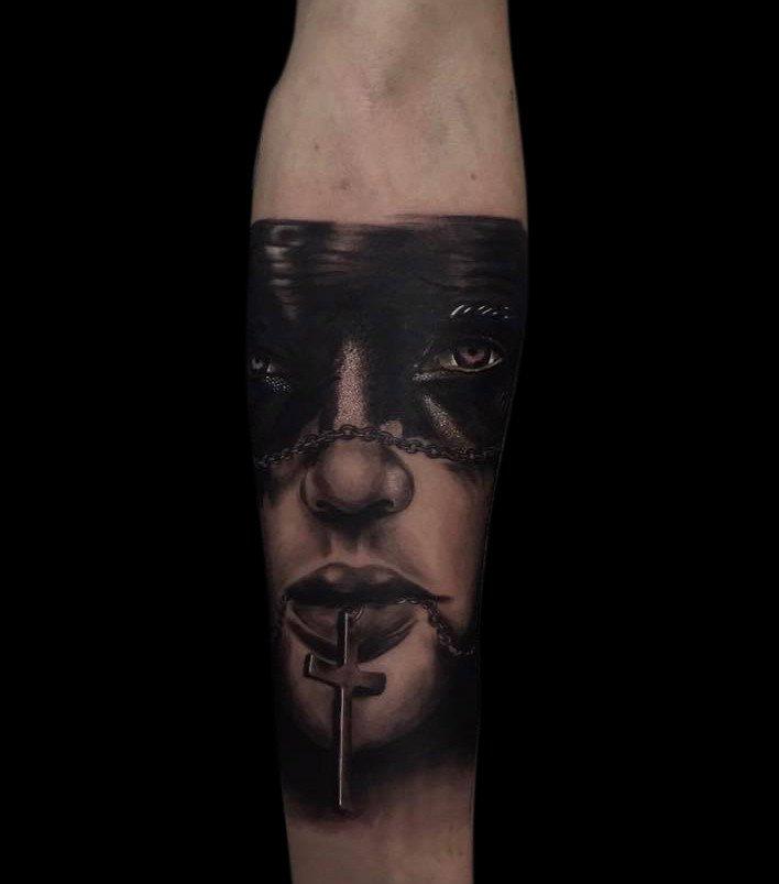 Ligera-ink-tattoo-milano-tatuaggi-milano-migliori-tatuatori-milano-tatuaggio-realistico-milano-tatuatori-realistici-milano-tattoo-realistico-milano-tatuaggio-ritratto-donna2
