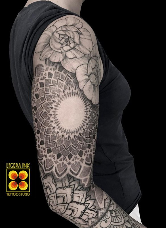A-Vale-Ligera-ink-tattoo-milano-tatuaggi-milano-migliori-tatuatori-milano-tattoo-blackwork-milano-tattoo-mandala-tatuaggio-mandala-tattoo-ornamentale-tatuaggio-ornamentaletattoo-mandala-tatuaggio-mandala-tattoo-ornamentale-tatuaggio-ornamentale (1)