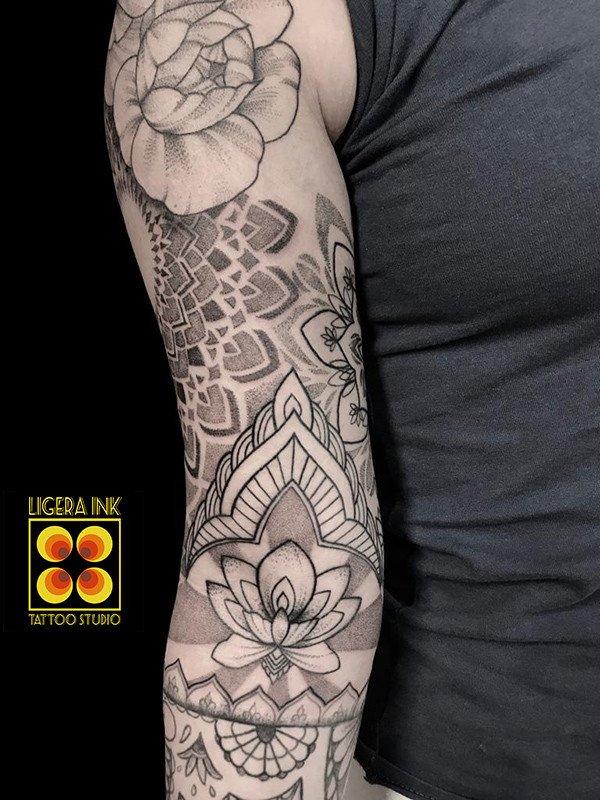 A-Vale-Ligera-ink-tattoo-milano-tatuaggi-milano-migliori-tatuatori-milano-tattoo-blackwork-milanotattoo-mandala-tatuaggio-mandala-tattoo-ornamentale-tatuaggio-ornamentale (2)