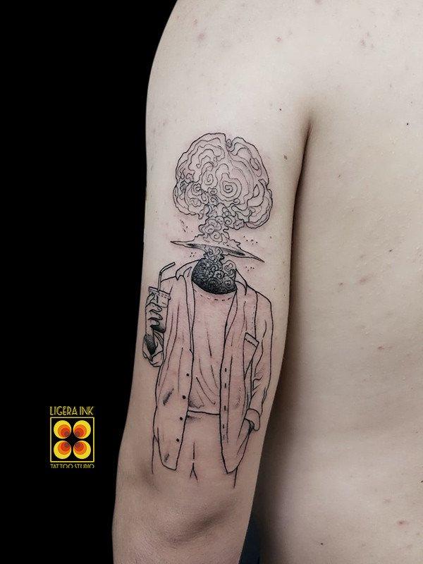 Ligera-ink-tattoo-milano-tatuaggi-milano-migliori-tatuatori-milano-tatuaggi-blackwork-milano-tattoo-blackwork-milano-tattoo-esplosione