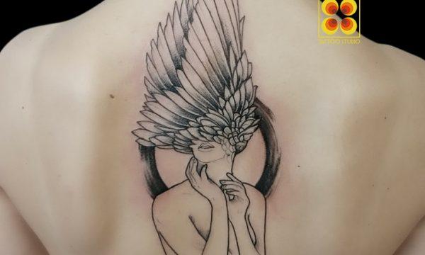 Ligera-ink-tattoo-milano-tatuaggi-milano-migliori-tatuatori-milano-tatuaggi-blackwork-milano-tattoo-blackwork-milano-tattoo-ali-donna