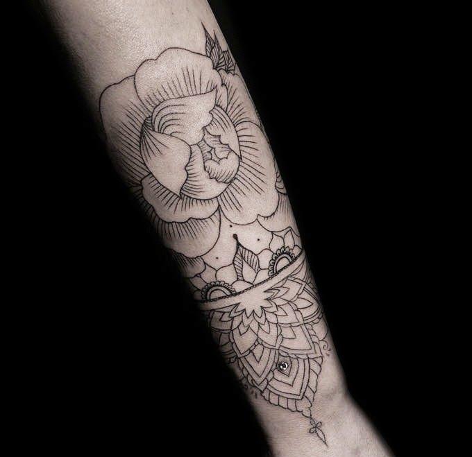 Ligera-ink-tattoo-milano-tatuaggi-milano-migliori-tatuatori-milano-tatuaggi-blackwork-milano-tattoo-blackwork-milano-tatuaggi-mandala-tattoo-mandala