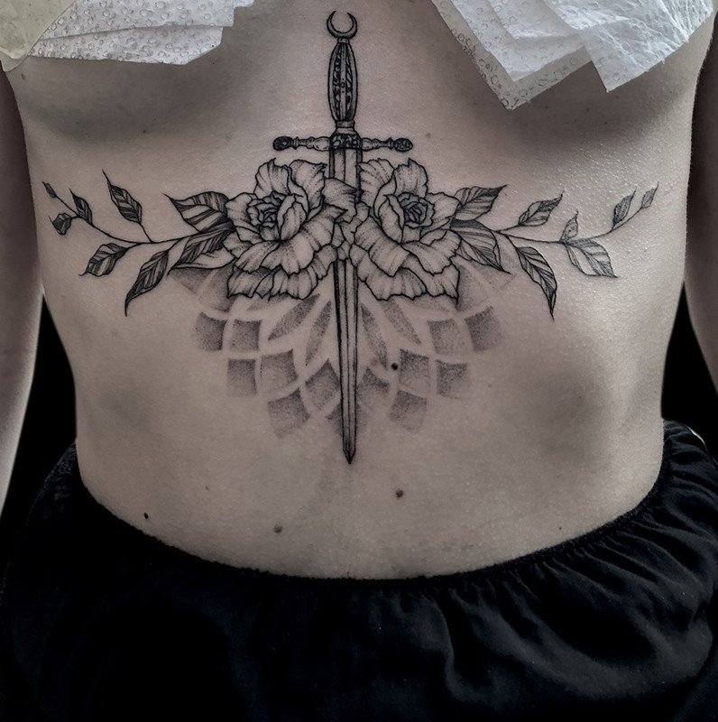 Ligera-ink-tattoo-milano-tatuaggi-milano-migliori-tatuatori-milano-tatuaggi-blackwork-milano-tattoo-blackwork-milano