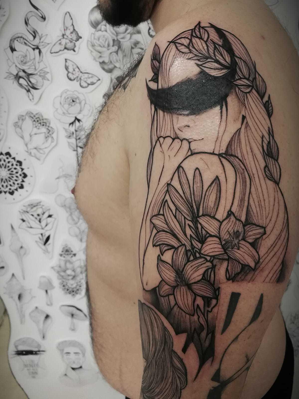 Ligera-ink-tattoo-milano-tatuaggi-milano-migliori-tatuatori-milano-tatuaggi-blackwork-milano-tattoo-blackwork-milano-tattoo-avangarde-9