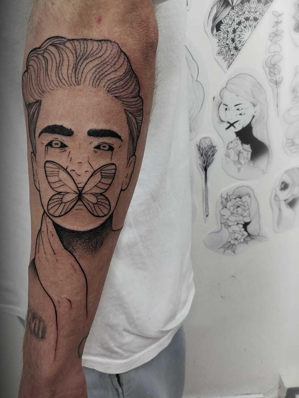 Ligera-ink-tattoo-milano-tatuaggi-milano-migliori-tatuatori-milano-tatuaggi-blackwork-milano-tattoo-blackwork-milano-tattoo-avangarde-10