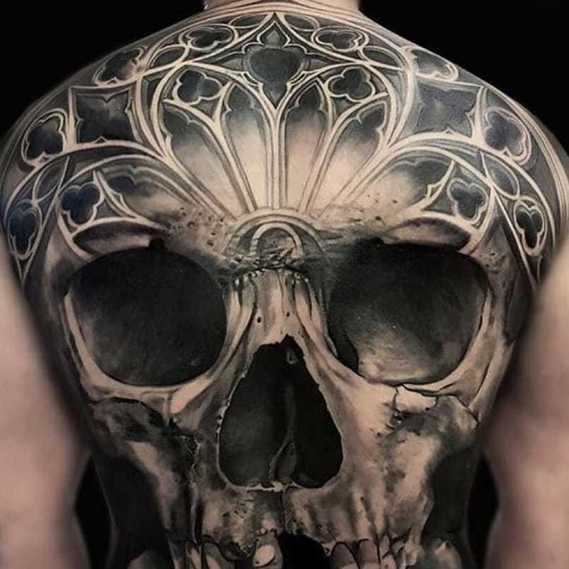 Ligera-ink-tattoo-milano-tatuaggi-milano-migliori-tatuatori-milano-tatuaggi-realistici-milano-tattoo-tatuaggi-realistici-milano-tattoo-realistico-milano-tatuaggio-realistico-teschio-schiena