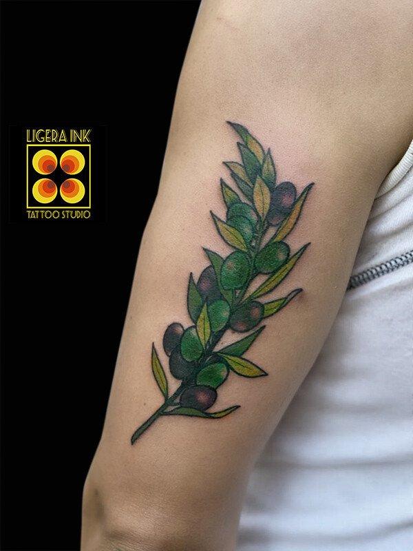 Ligera-ink-tattoo-milano-tatuaggi-milano-migliori-tatuatori-milano-tatuaggio-tradizionale-milano-tattoo-tradizionale-milano-tatuaggio-donnina-tattoo-ulivo