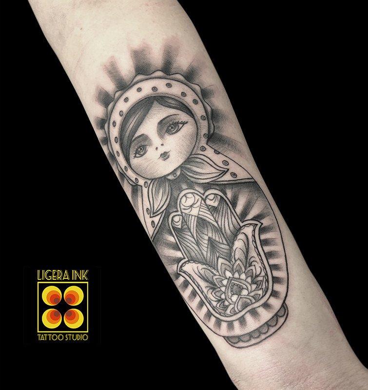 Ligera-ink-tattoo-milano-tatuaggi-milano-migliori-tatuatori-milano-tatuaggi-watercolor-milano-tattoo-realistici-milano-tatuaggio-relialistico-tatuaggio-matrioska-tattoo-matrioska