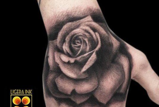 Ligera-ink-tattoo-milano-tatuaggi-milano-migliori-tatuatori-milano-tatuaggi-realistico-milano-tattoo-realistico-milano-tattoo-rosa-tatuaggio-rosa