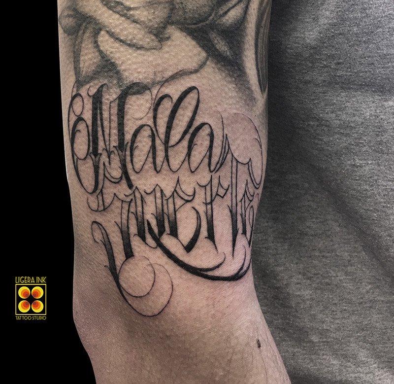 Ligera-ink-tattoo-milano-tatuaggi-milano-migliori-tatuatori-milano-miglior-tattoo-milano-tatuaggio-milano-tatuaggio-scritta-tattoo-scritte-tattoo-lettering-milano-chicano