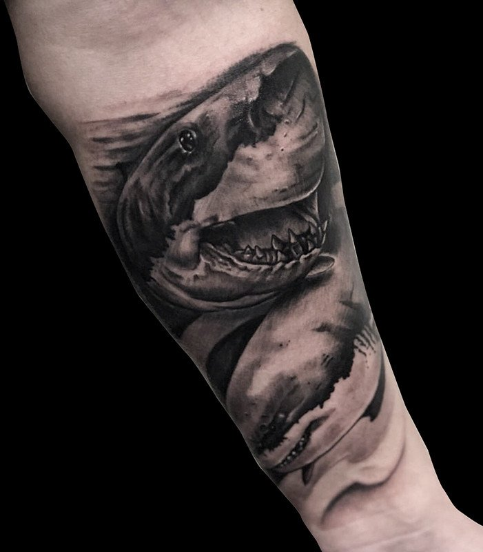 Ligera-ink-tattoo-milano-tatuaggi-milano-migliori-tatuatori-milano-tatuaggi-realistici-milano-tatuaggio-squalo-tattoo-squalo