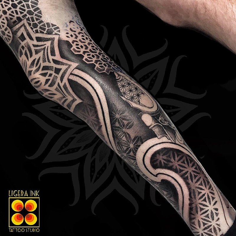 Ligera-ink-Tattoo-Cinisello-Balsamo-tatuaggi-cinisello-balsamo-tatuatori-cinisello-tatuaggi-geometrici-tatuaggi-dotwork-milano19