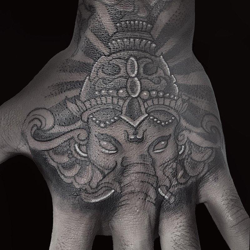 Ligera-ink-Tattoo-Cinisello-Balsamo-tatuaggi-cinisello-balsamo-tatuatori-cinisello-tatuaggi-geometrici-tatuaggi-dotwork-milano7