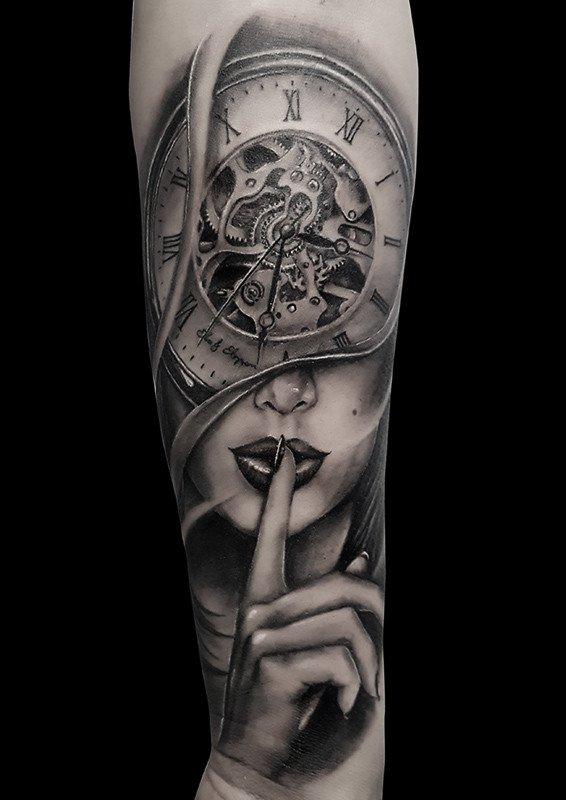 Ligera-ink-tattoo-milano-tatuaggi-milano-migliori-tatuatori-milano-tatuaggio-Tatuaggi-realistici-milano-tattoo-realistici-milano-tatuaggio-clock-woman