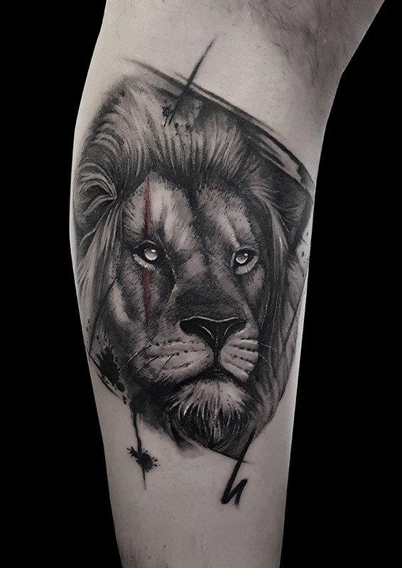 Ligera-ink-tattoo-milano-tatuaggi-milano-migliori-tatuatori-milano-tatuaggio-Tatuaggi-realistici-milano-tattoo-realistici-milano-tatuaggio-leone