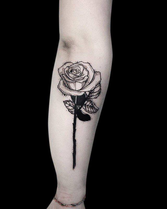 Ligera-ink-tattoo-milano-tatuaggi-milano-migliori-tatuatori-milano-tattoo-blackwork-milano-tatuaggi-blackwork-milano-tatuaggio-blackwork-milano-tatuaggio-sketch-rosa-fineline