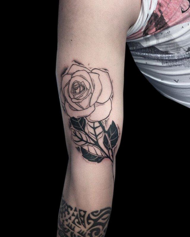 Ligera-ink-tattoo-milano-tatuaggi-milano-migliori-tatuatori-milano-tattoo-blackwork-milano-tatuaggi-blackwork-milano-tatuaggio-blackwork-milano-tatuaggio-sketch-rosa